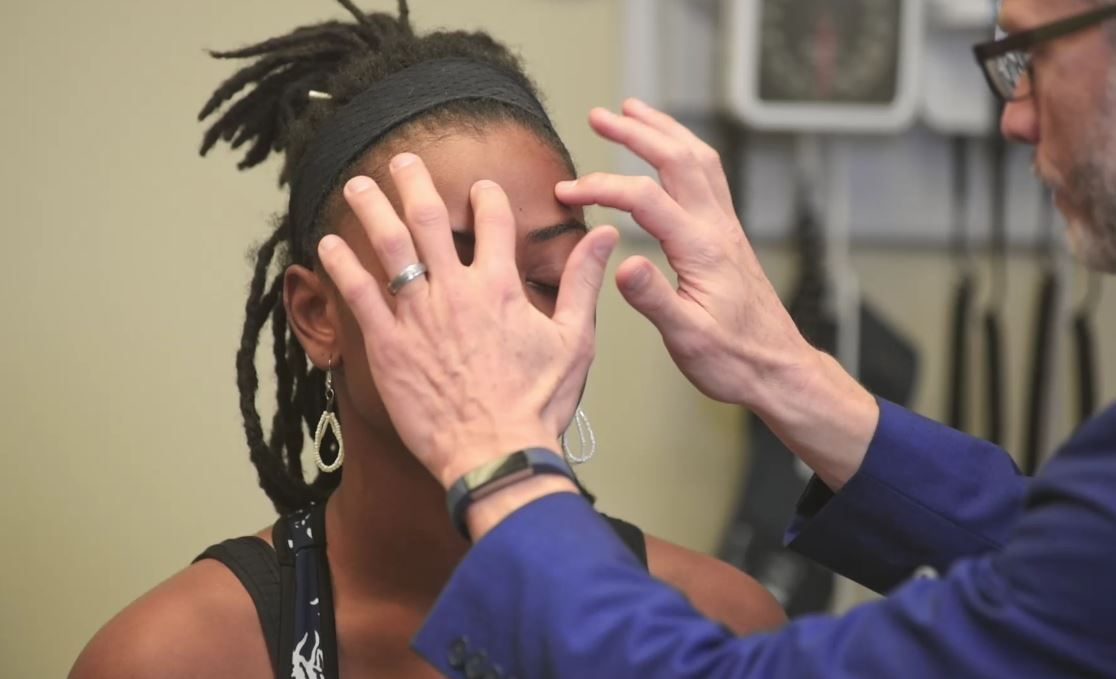 Palpation/percussion of the frontal sinuses